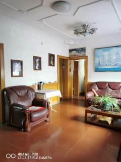 建设街金城家属楼2室2厅1卫82.28m²简单装修拎包入住