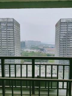 万达华府86平米,两房两厅,毛坯,证满两年,好楼层黄金楼层,钥匙在手随时看房。